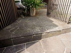 【お盆休み】玄関の石板剥離、DIY にて修復を試みる【潰える】